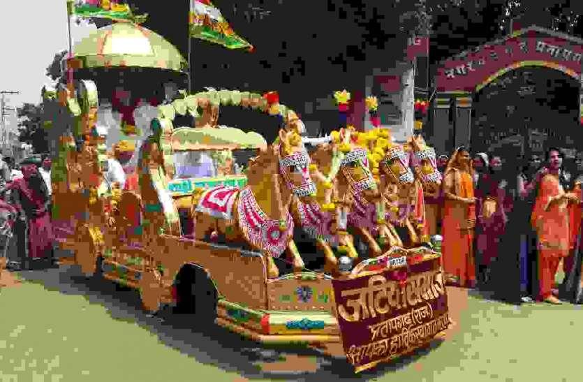 जिले भर में निकाली बाबा रामदेव की शोभायात्रा