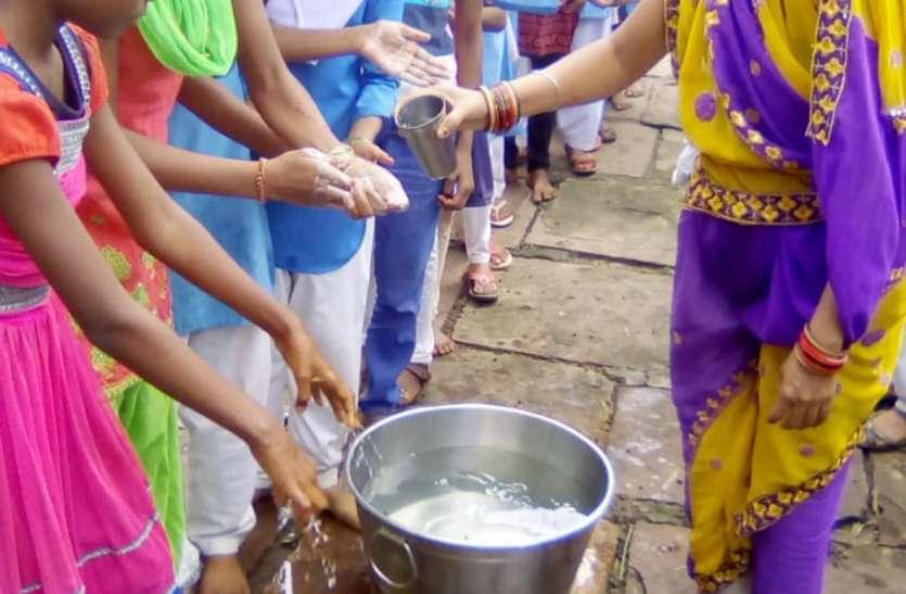 विद्यालयों में स्वच्छता पखवाडे की गतिविधियों का आयोजन