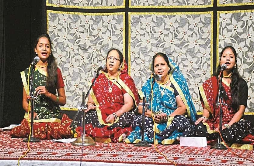 चार लोक परंपराओं की लोक गायिकी से किया वर्षा ऋतु का वर्णन