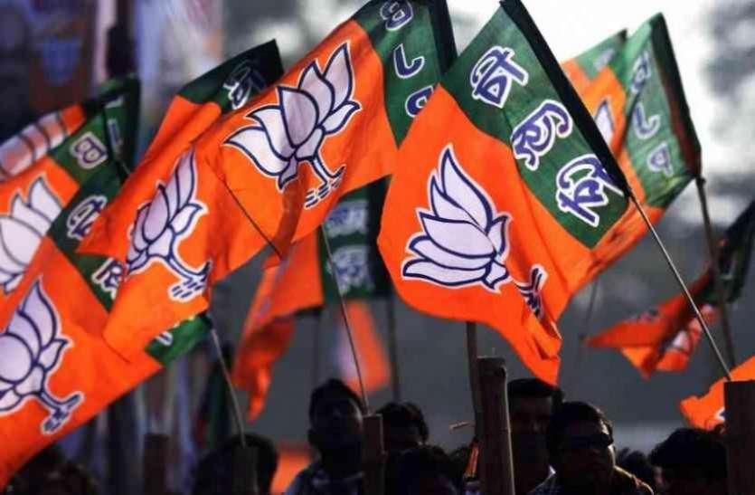 लोकसभा चुनाव से पहले कांग्रेस को बड़ा झटका, यहां 150 नेताओं और कार्यकर्ता ने थामा भाजपा का दामन
