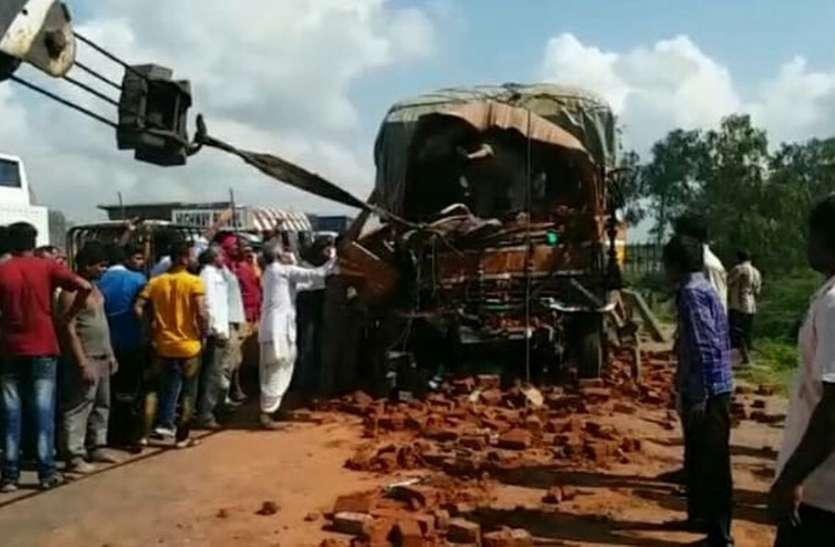 ट्रैक्टर और टैम्पो में भिड़ंत, दो की मौत