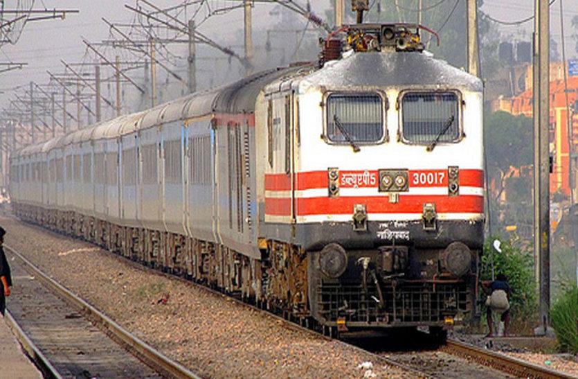 ये क्या...! इस वीवीआईपी ट्रेन के जनरेटर उगल रहे जहरीला धुआं