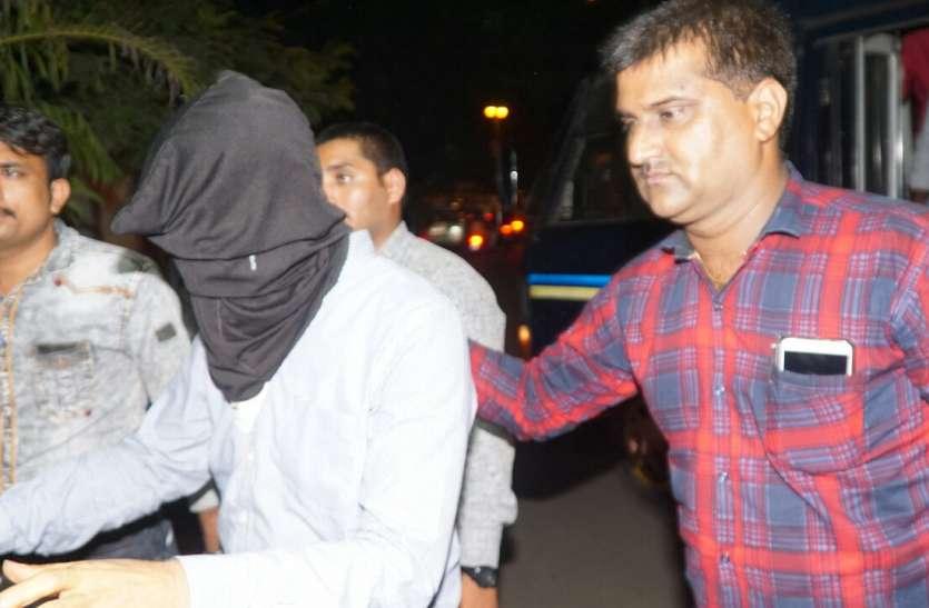 डॉ.दोषी की गिरफ्तारी के लिए पुलिस के पास पर्याप्त सबूत