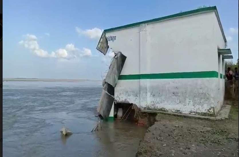 प्रशासन की लापरवाही से तीन गांव चलें बाढ़ की भेंट