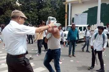यूपी में यहां वोट मांगने को लेकर जमकर मारपीट, कई गाड़ियां तोड़ी गई, पुलिस ने भी खूब भाजी लाठियां