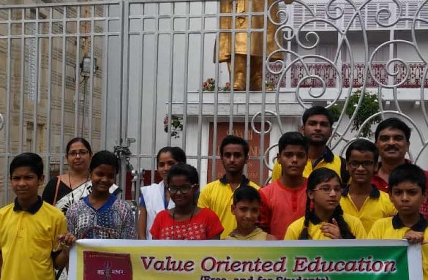 स्वामी विवेकानंद को याद किया