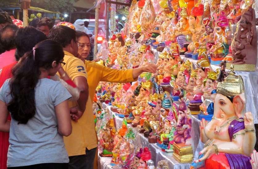 Photo Gallery :  बाजार में विघ्नहर्ता श्री गणेश का आगमन , मूर्तियों से सजी दुकानें