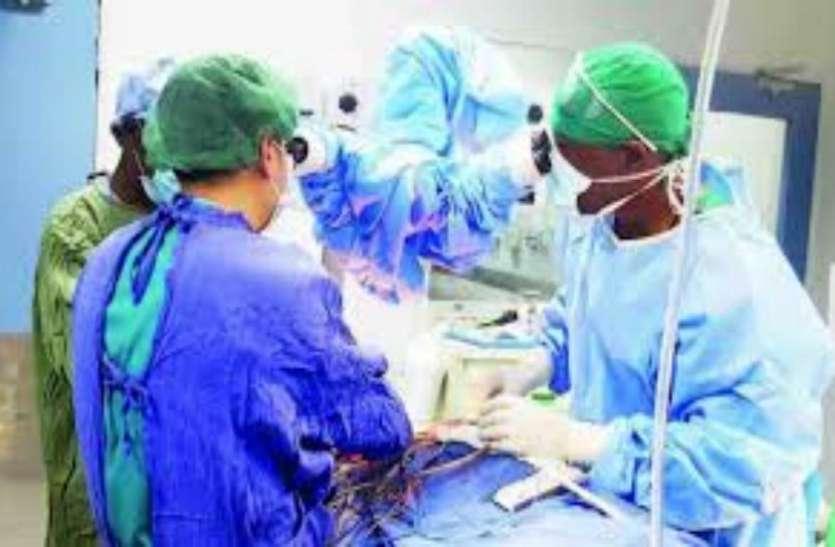 दिल में 4 सेंटीमीटर लंबा लोहे का टुकड़ा फंसे होने के बाद भी डॉक्टरों ने युवक की बचाई जान
