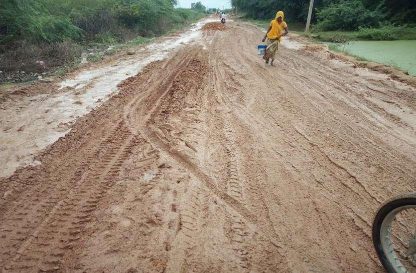 सडक़ की हालत खस्ता, 16 रोडवेज बसों का आवागमन बंद, 100 गांवों के लोग हो रहे परेशान