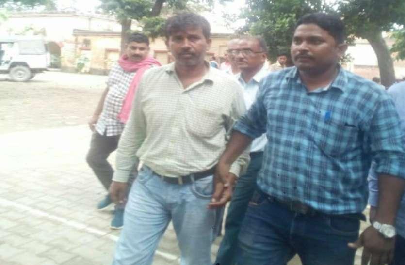 विजिलेंस टीम ने बिजली विभाग के जेई को घूस लेते रंगे हाथों पकड़ा