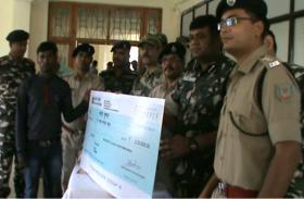 झारखंड:दो लाख के इनामी नक्सली ने किया आत्मसमर्पण किया