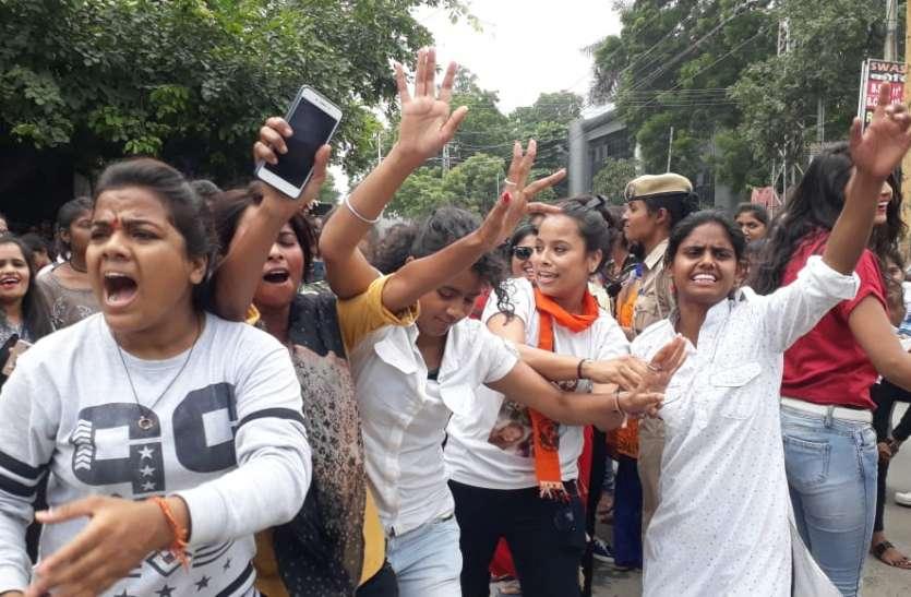 Student Election Results : उदयपुर के एमजी कॉलेज में ABVP का पैनल, छात्राओं ने जीत पर उड़ाई गुलाल और जमकर किया डांस