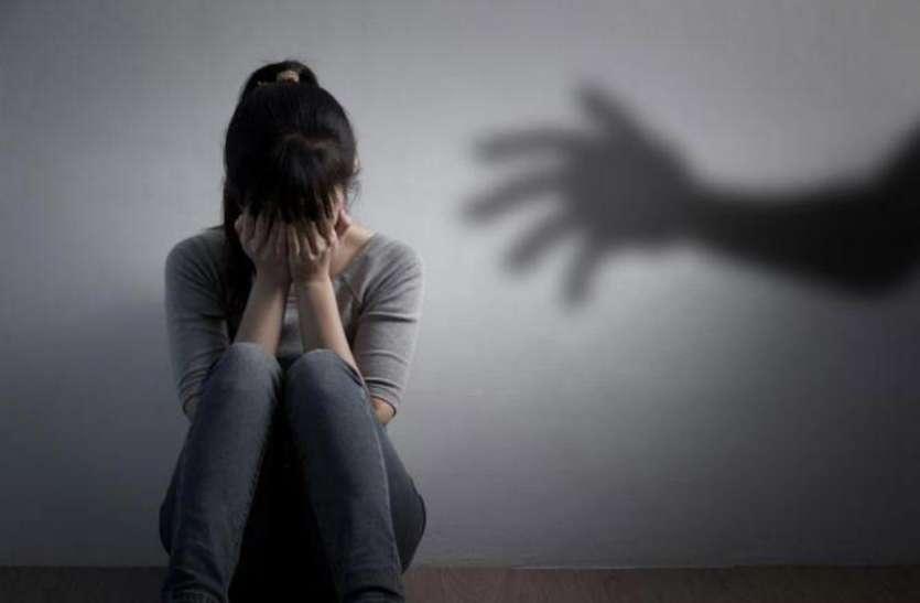 महिला ने पति पर लगाया उत्पीड़न का आरोप, कहा- रिश्तेदारों को दिखाता था मेरी 'वो' चीजें