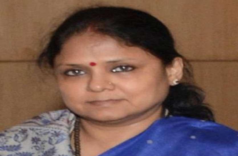 सीनियर आईएएस रेणुका कुमार की लंबी छुट्टी के पीछे हो सकता है खनन माफिया का दबाव