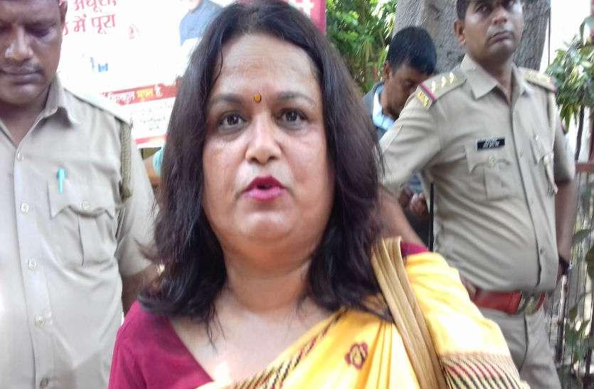 भारतबंद प्रदर्शन के दौरान धक्का-मुक्की में गिरीं सपा महिला सभा की जिलाध्यक्ष, बोलीं अखिलेश यादव से करूंगी शिकायत