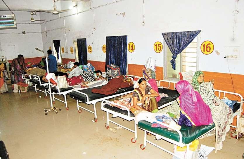 प्रसूति वार्ड में मरीजों की फजीहत कमरों में जगह नहीं, गैलरी में भर्ती