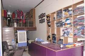 दुकान का ताला तोडक़र पेंट-शर्ट, नकदी व लाखों का सामान चोरी