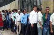 सौ रुपए के नए नोट का आकर्षण, आरबीआई के बाहर लगी लाइन
