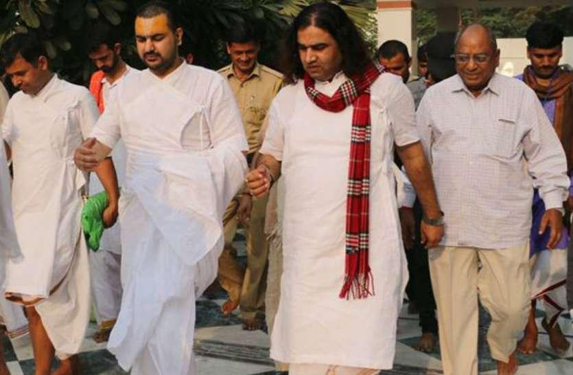 Big Breaking: SC ST Act का विरोध करने वाले देवकी नंदन ठाकुर ने छोड़ दिया देश, यूएसए जाने से पहले दिया बड़ा बयान