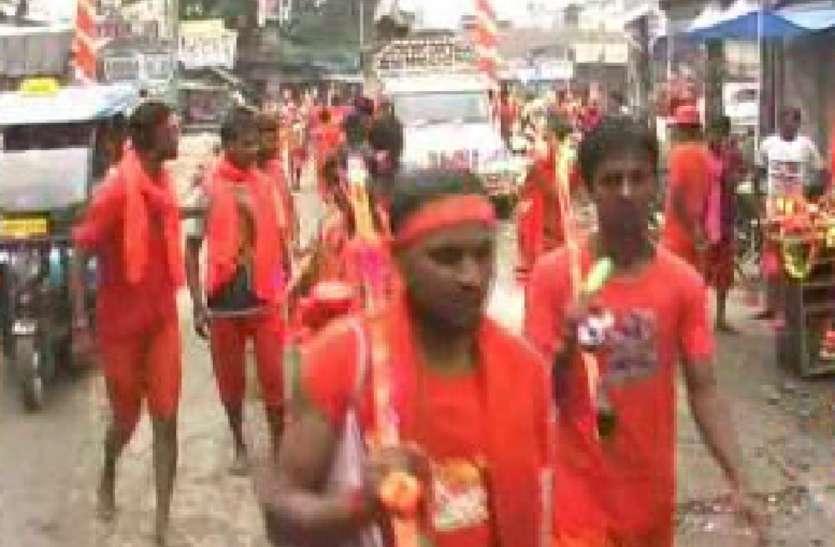 बोल बम, ऊॅ नमः शिवायः के नारों के साथ हजारों श्रद्धालुओं ने शिव मन्दिरों में किया जलाभिषेक