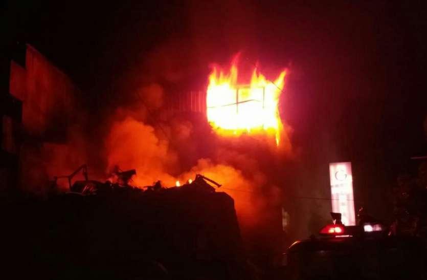 जूता-चप्पल की गोदाम में भीषण आग, 200 से अधिक टैंकरों ने रातभर बुझाई आग, पचास लाख का नुकसान