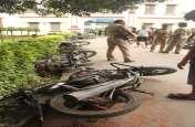 BHU में मेस में खाने को लेकर बवाल, दर्जनों वाहनों को तोड़ा गया