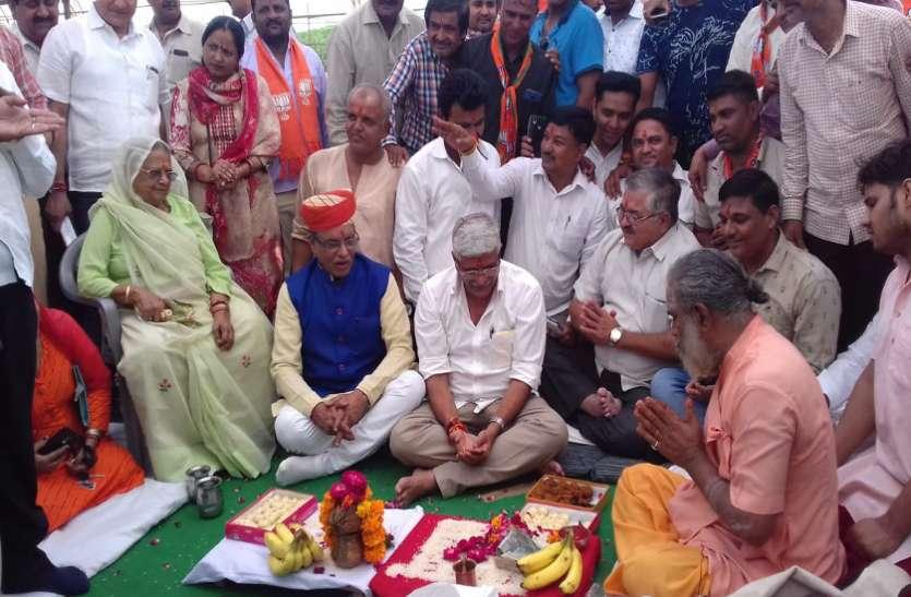 भाजपा ने कार्यक्रम स्थल का किया पूजन तो कांग्रेस उतर आई विरोध में