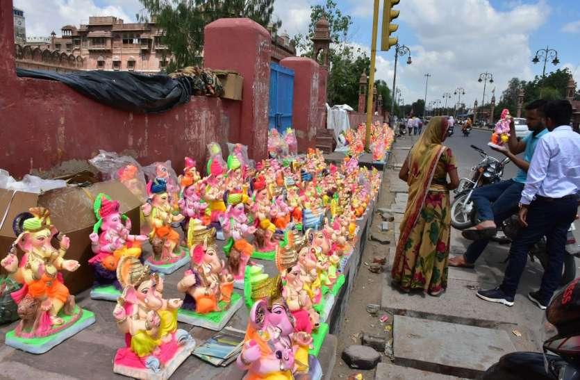 गणेश चतुर्थी कल मनाई जाएगी, मंदिरों में तैयारियां परवान पर