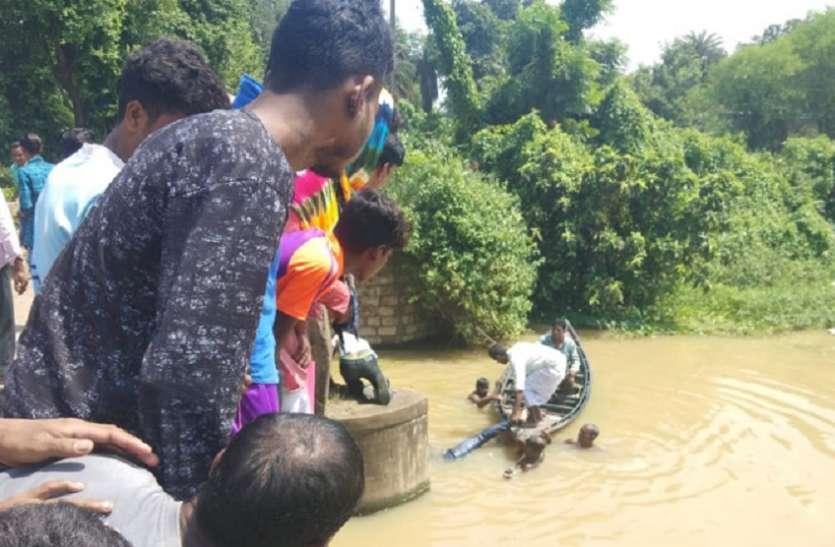 बर्दवान में जर्जर सेतु का रेलिंग टूटा, 2जने की मौत