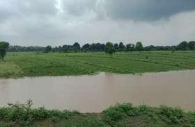 बाढ़ के कारण फसल हुई नष्ट, ग्रामीण हुए परेशान