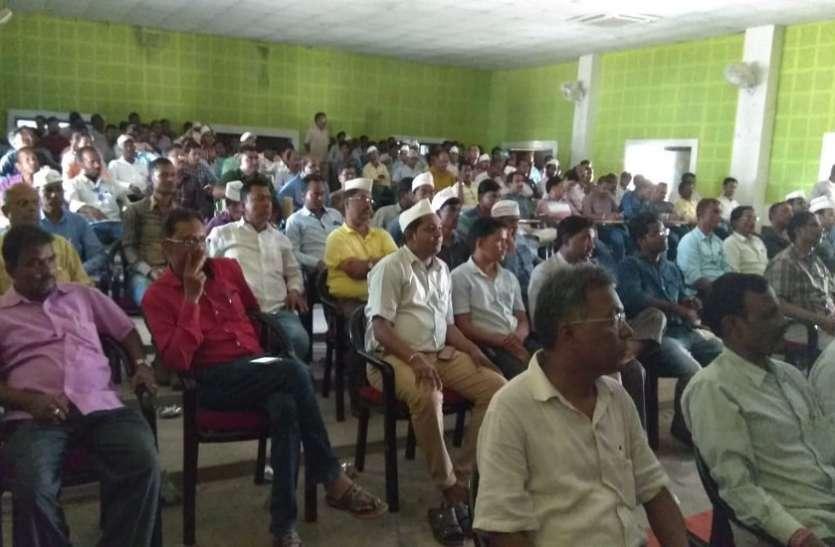 चार दिन से बैठे थे अनिश्चितकालीन हड़ताल पर, 5वें दिन 210 लिपिकों को किया गया गिरफ्तार