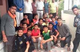 खेल में दिखा दमखम, जिला और राज्यस्तर पर जाने वाले खिलाडिय़ों का ग्रामीणों ने किया सम्मान