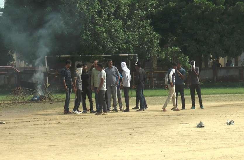इटावा पुलिस लाइन में घुसे बलवाई और दंगाई, पुलिस लाइन में मचा हड़कंप, जानिए पूरा मामला