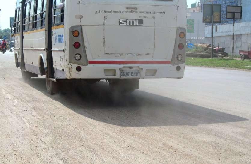 PHOTO GALLERY :  जमीन को नही भिगो पाई बारिश की बूंदे , तस्वीर में देखिए उड़ती धूल