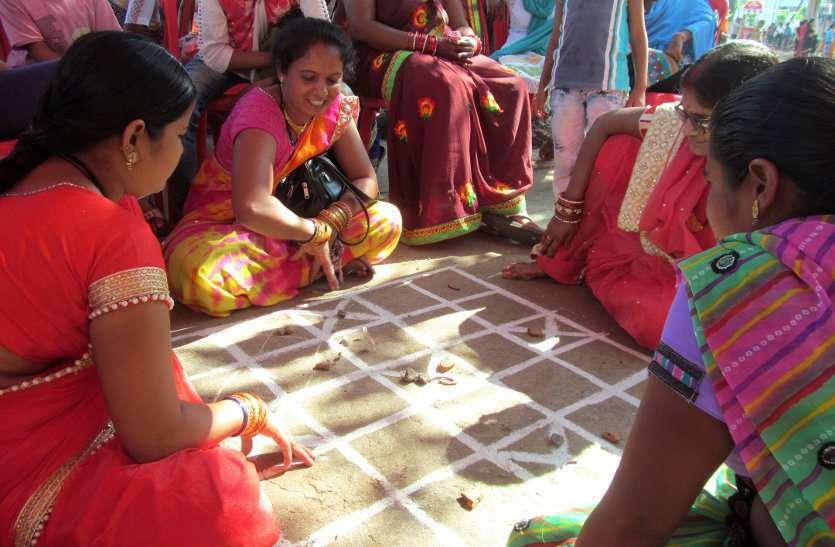PHOTO GALLERY :  मायका बना मरोदा का मंदिर, सुहागिनों को याद आया बचपन