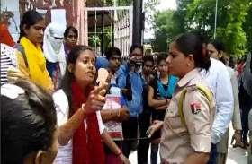 कोटा जेडीबी कॉलेज गेट पर छात्राएं आपस मे भिड़ी