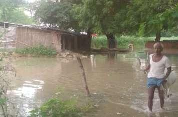 गांवों में घुसा बाढ़ का पानी, गंगा के तटवर्ती क्षेत्रों में ऐसे हुए हालात, देखें तस्वीरें