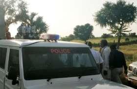 पत्नी की कुल्हाड़ी से वार कर की निर्मम हत्या, पति फरार, घटना से क्षेत्र में फली सनसनी