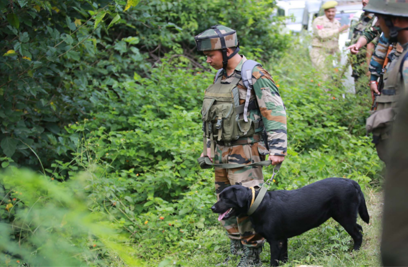 जम्मू-श्रीनगर हाईवे पर आतंकियों ने पुलिस चेकपोस्ट पर किया हमला, सुरक्षाबलों की ओर से जारी है सर्च अभियान