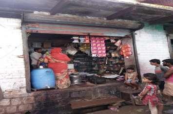 दीवार फोडक़र चाय-नाश्ते की दुकान से चोरी