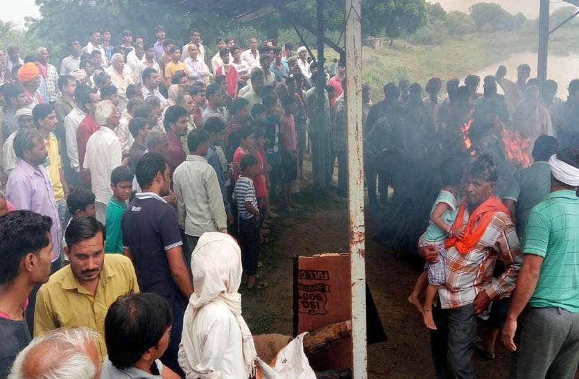 राजसथान के सहायक सैन्य अधिकारी की बैंगलुरु में हुई मौत, नम आंखों से दी अंतिम विदाई