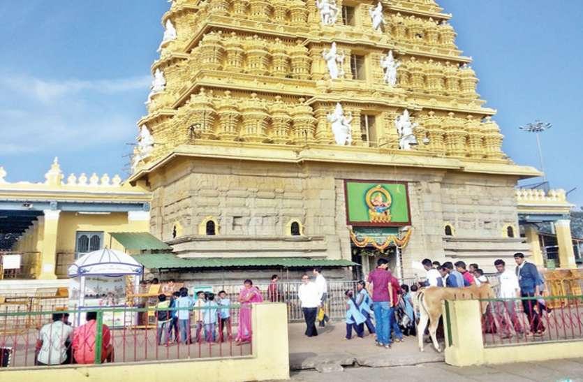 चामुंडेश्वरी मंदिर में श्रद्धालुओं को नकली टिकटों का वितरण