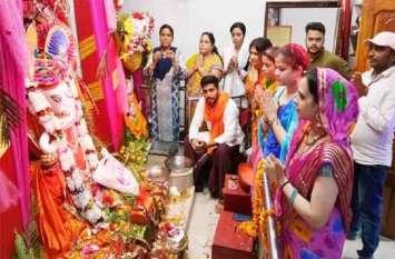 आजमगढ़ में गणेश चतुर्थी की धूम, पूजा पंडाल और मंदिरों में दिखी भारी भीड़