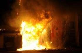 दिल्ली: ऑटो मोबाइल पार्ट्स के एक गोदाम में लगी भीषण आग, एक की मौत