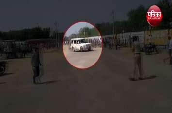 नशे में धुत्त युवक ने गाड़ी को इस तरह दौड़ाया कि लोगों ने भागकर बचाई जान, कई हुए घायल - देखें वीडियो