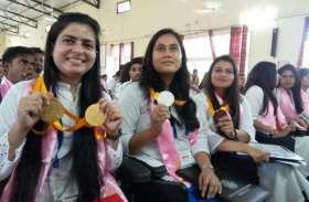 राज्यपाल ने 274 छात्र-छात्राआें को प्रदान की उपाधियां, देखें तस्वीरें