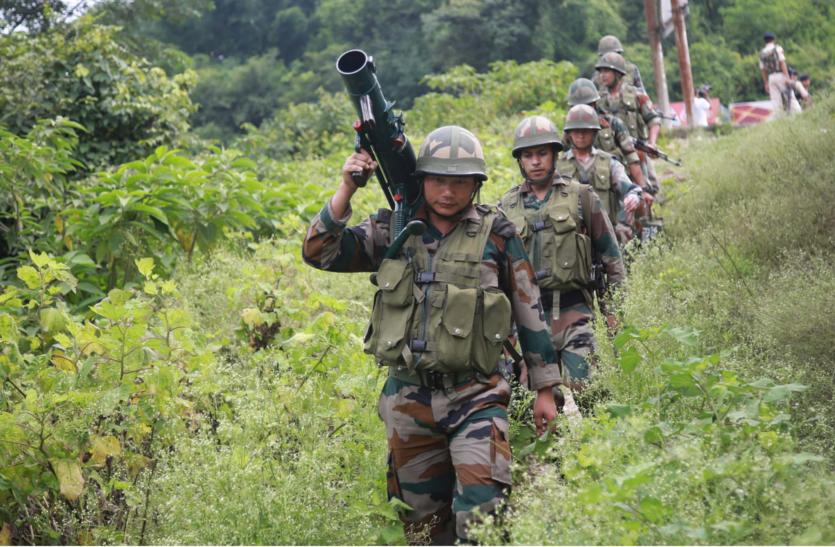 सुरक्षाबलों ने दो आतंकी मार गिराए, स्कूल बंद और रेलवे सेवा स्थगित
