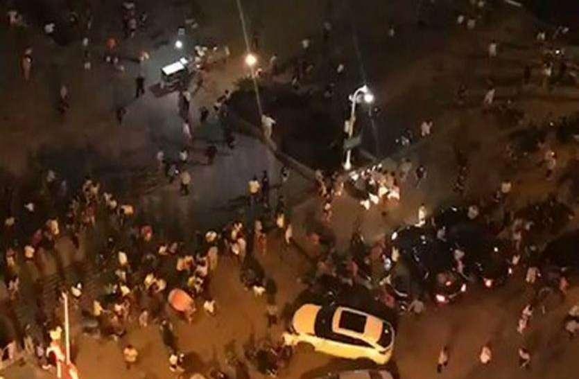 चीन: भीड़ में घुसी अनियंत्रित कार, 9 लोगों की मौत, 40 घायल