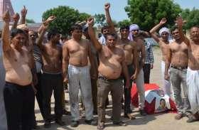 रोडवेजकर्मियों ने अद्र्धनग्न होकर किया प्रदर्शन