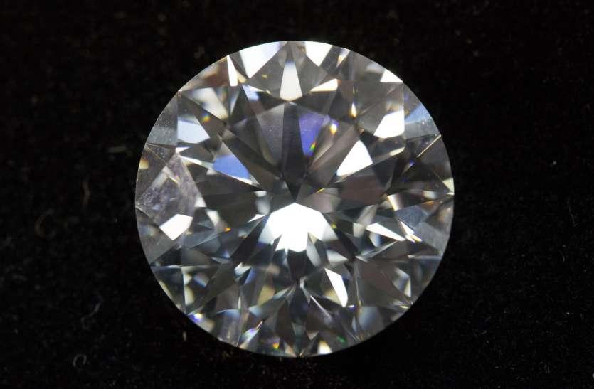 लैब में तैयार हो रहा सस्ता और सुंदर सिंथेटिक हीरा